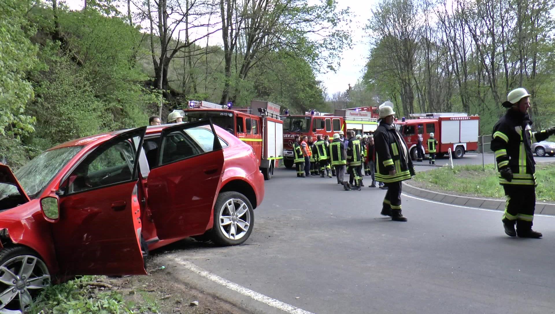 19 jähriger bei Unfall lebensgefährlich verletzt • Blaulichtnews ...